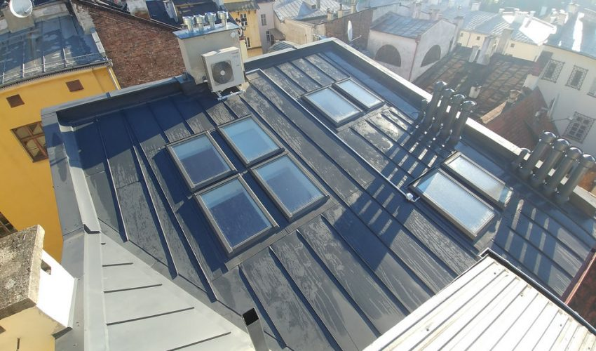 Montaż okien dachowych na krakowskim rynku