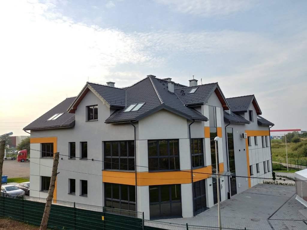 pokrycie dachu na budynku usługowo-handlowym w Niepołomicach